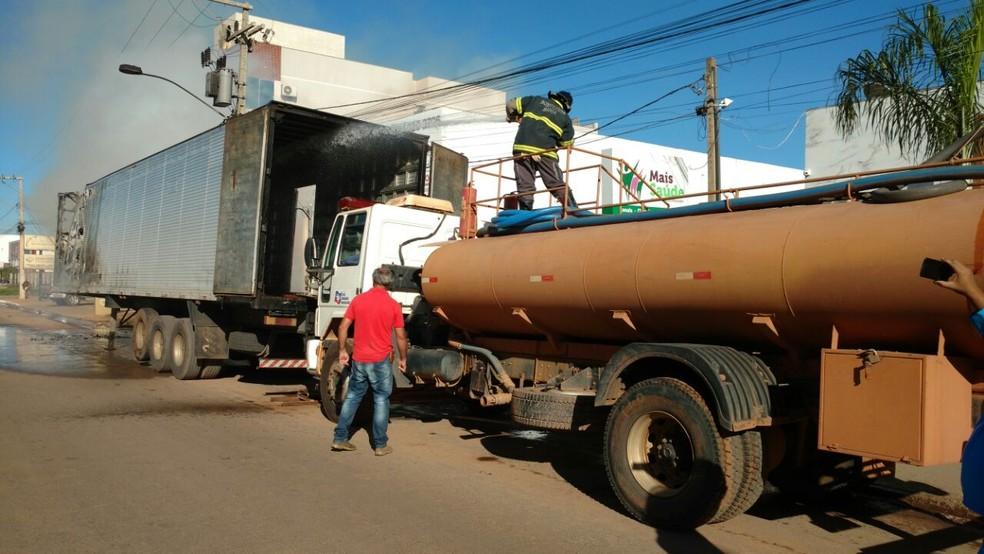 Situação aconteceu por volta das 7h15 (Foto: Edivaldo Braga/ Blog do Braga)