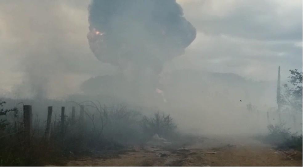 Caminhão-tanque do Ibama pegou fogo perto de reserva indígena de Rondônia.  — Foto: Reprodução