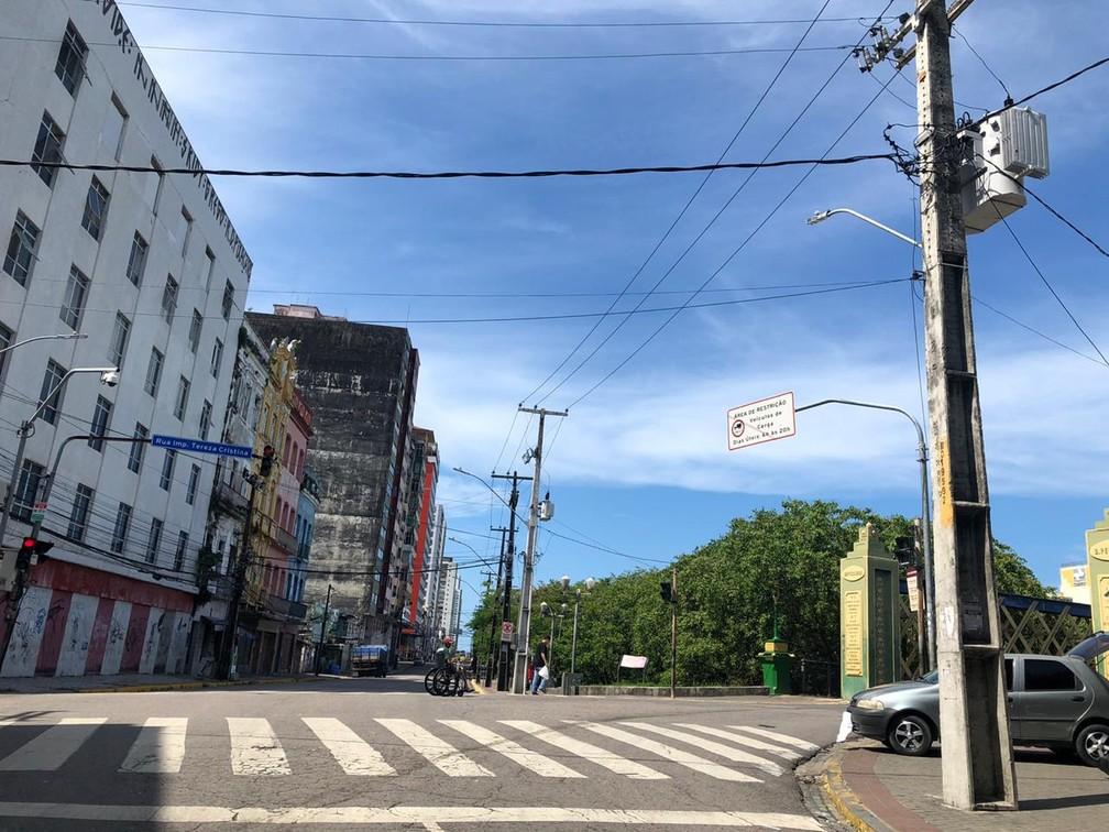 RECIFE - Rua da Aurora, no Centro do Recife, vazia, nesta terça (24), devido à pandemia da Covid-19 — Foto: Pedro Alves/G1