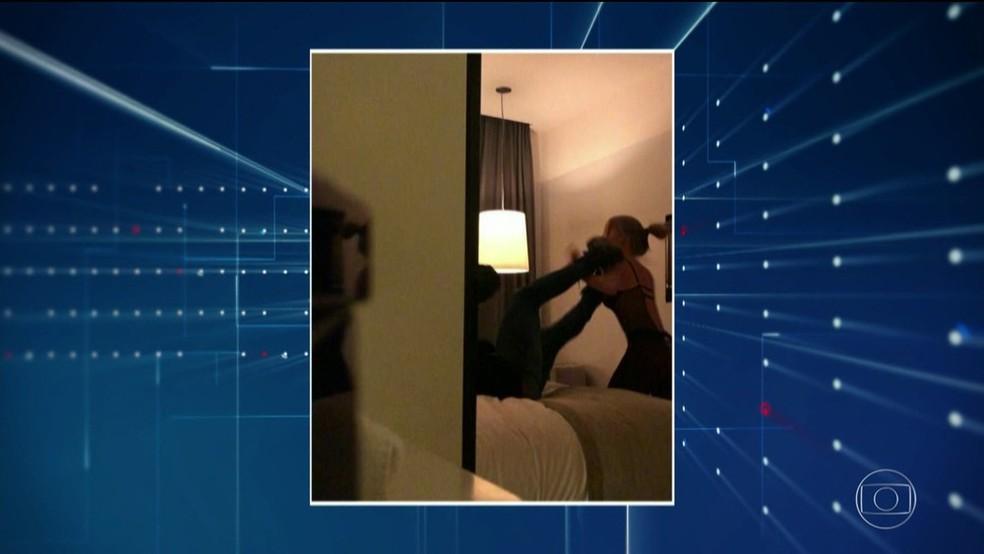 Imagem do vídeo gravado no quarto com Neymar e a mulher que o denuncia â?? Foto: TV Globo/Reprodução