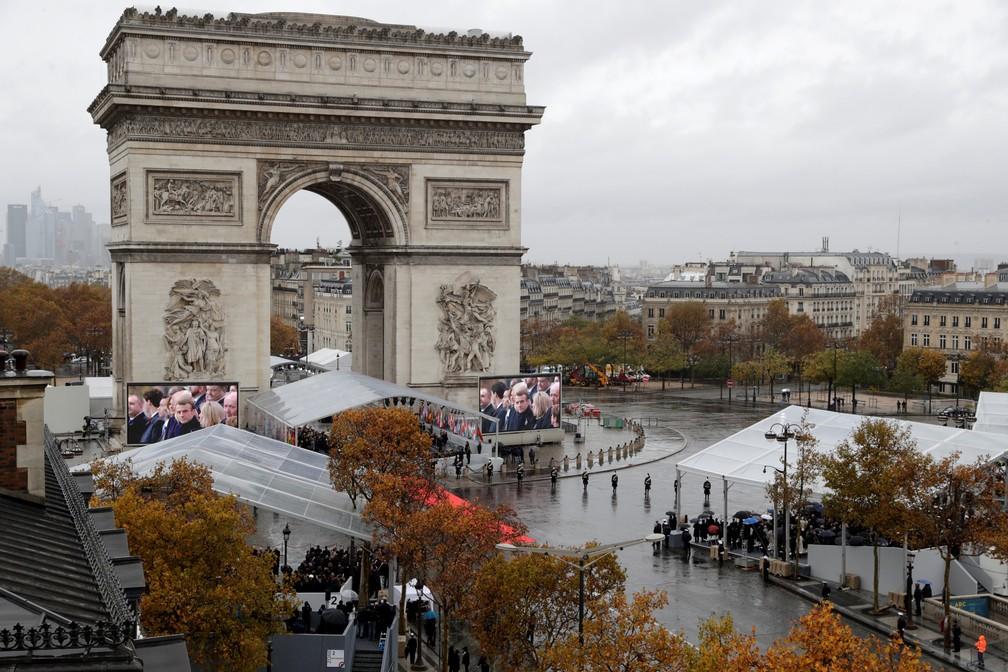 Líderes mundiais se reúnem neste domingo (11) sob o Arco do Triunfo, em Paris, para celebrar os 100 anos do fim da Primeira Guerra Mundial — Foto: Thomas Samson/ AFP