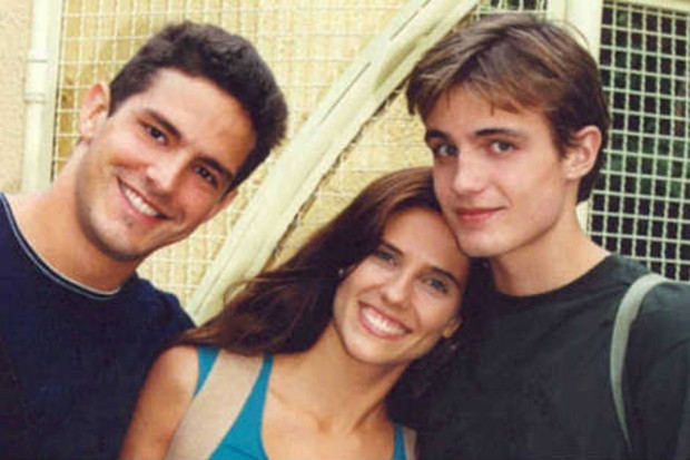 """Iran Malfitano, Rafaela Mandelli e Max Fercondini na """"Malhação"""", em 2001 (Foto: Reprodução)"""