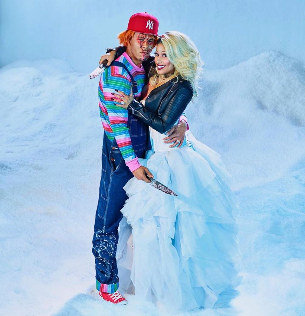 A cantora Nicki Minaj também virou a noiva do Boneco Chucky para o Halloween deste ano, em fantasia com o marido  — Foto: Reprodução/Instagram/NickiMinaj
