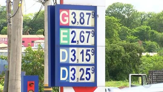 Motoristas participam de grupo no WhatsApp em busca de melhores preços de combustíveis