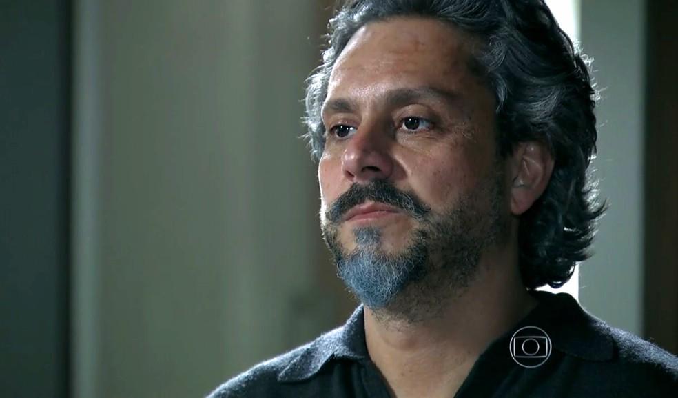 José Alfredo (Alexandre Nero) revela que está vivo para mais duas pessoas - 'Império' — Foto: Globo