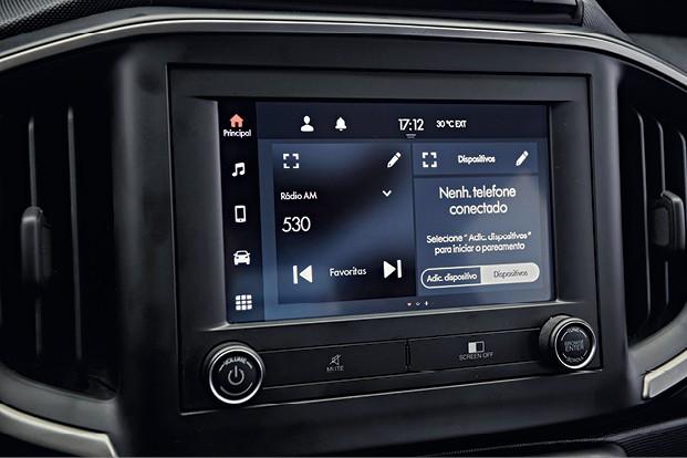 Fiat Strada Volcano - Nova central tem tela de alta resolução, sensível ao toque, com multimídia compatível com Apple CarPlay e Android Auto — é capaz de utilizar essas interfaces sem a necessidade de um cabo. (Foto: Fabio Aro)