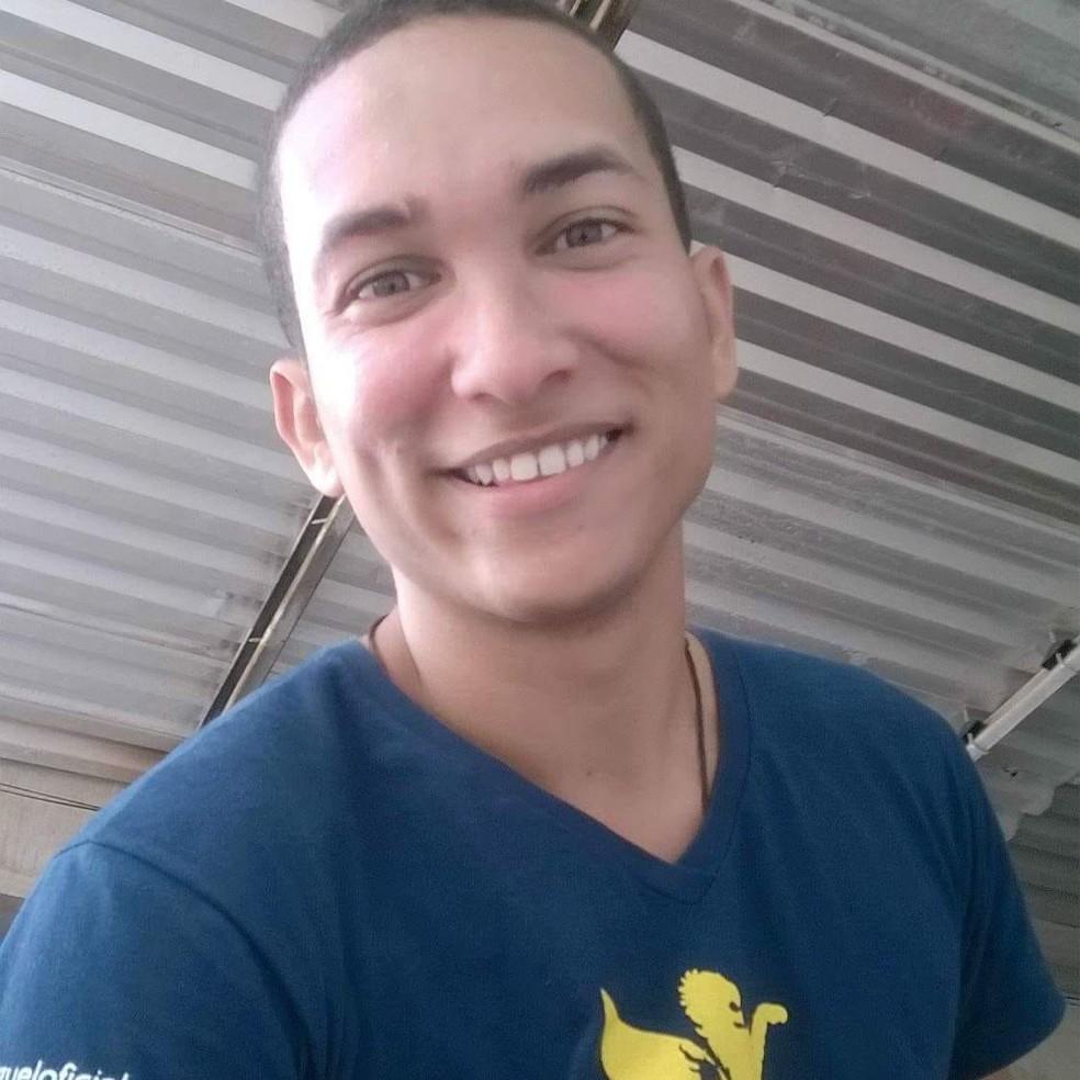 João Vitor Gomes da Silva tinha 23 anos quando foi morto após um assalto no Recife (Foto: Reprodução/Facebook)