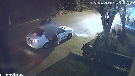Taxista é morto a tiros durante assalto em Goiânia; vídeo
