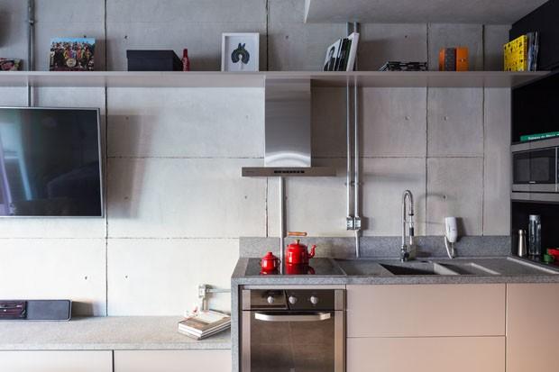 Reforma transforma imóvel de 60 m² em estúdio moderno e funcional (Foto: Haruo Mikami)