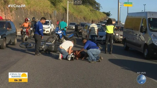 Motociclista fica ferido após batida com carro na Av. Luís Eduardo Magalhães