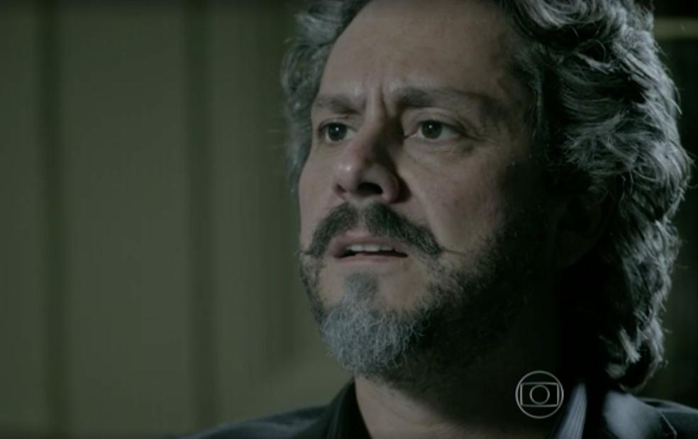 José Alfredo (Alexandre Nero) fica sem reação diante da chantagem de Cora (Drica Moraes) em 'Império' — Foto: Globo