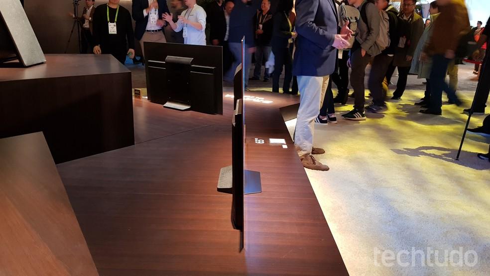 Smart TV da Sony de lado (Foto: Thássius Veloso/TechTudo)
