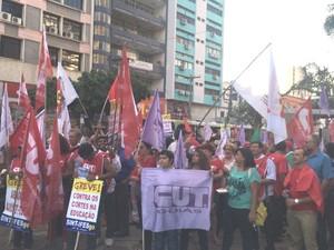 Grupos fazem ato em defesa da democracia e apoio a Dilma, em Goiás (Foto: Vitor Santana/G1)