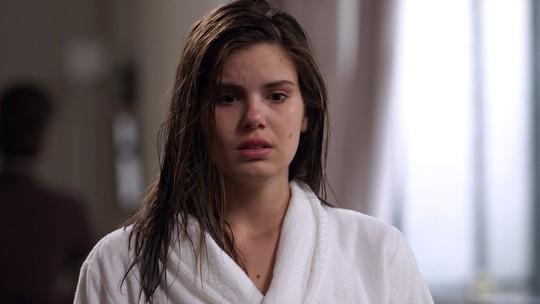 Teaser: Luíza fica arrasada ao ouvir que Eric dormiu com Sandra Helena