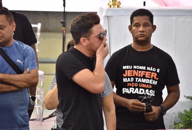 Wesley Safadão se emociona no velório de Gabriel Diniz (Foto: Felipe Souto Maior/Editora Globo)