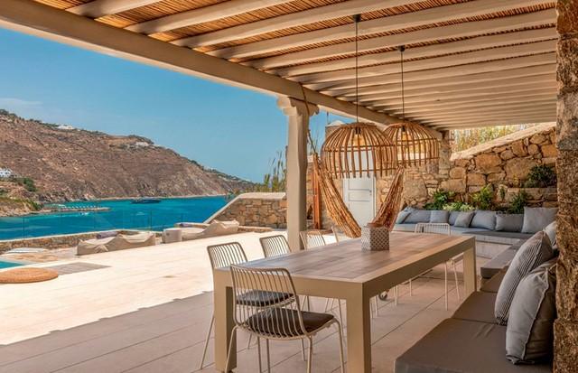 Área externa do novíssimo Kensho, hotel deluxe na praia de Ornos.  (Foto: Divulgação e Reprodução/Instagram)