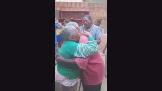 Longe por 37 anos, homem em situação de rua em Campinas reencontra família: 'Não imaginava'