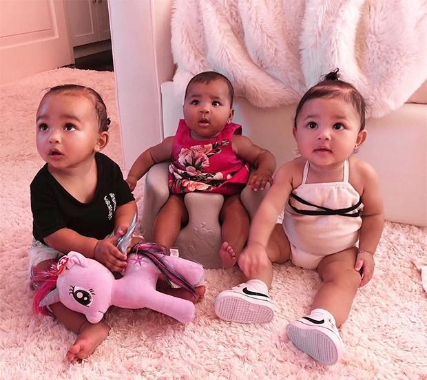 Kim Kardashian posta clique fofo das caçulas da família (Foto: Reprodução/Instagram)