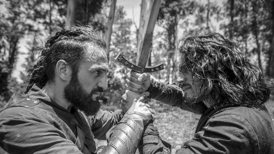 'Deus Salve o Rei': confira o making of das cenas de luta entre Afonso e Constantino