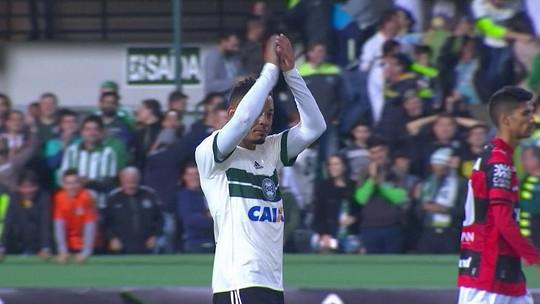 Chape e Grêmio lideram ranking de gols de bola parada. Flu sobra nos pênaltis