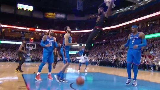 Show de mascotes em Toronto e LeBron James pegando fogo marcam noite da NBA