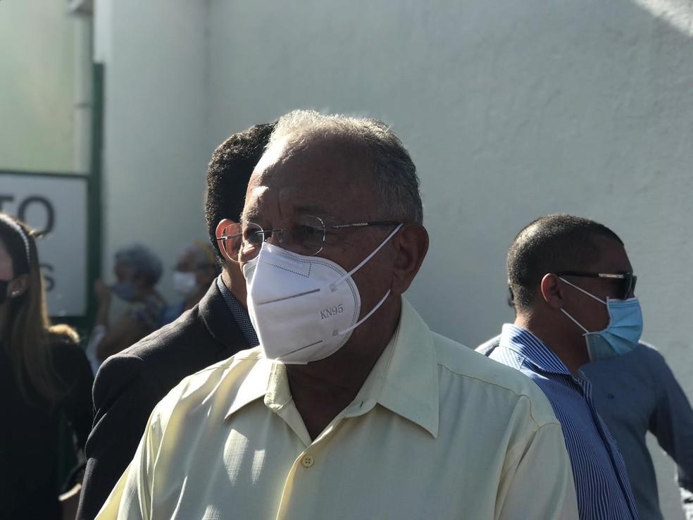 Dr. Pessoa esteve presente na despedida do ex-prefeito Firmino Filho — Foto: Maria Romero/G1