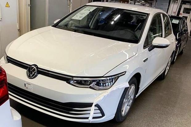 Oitava geração do VW Golf aparece sem disfarces (Foto: Reprodução/Facebook)