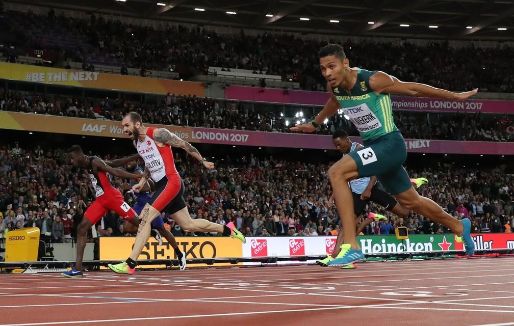 Ramil Guliyev venceu por dois centésimos (Foto: Reuters)