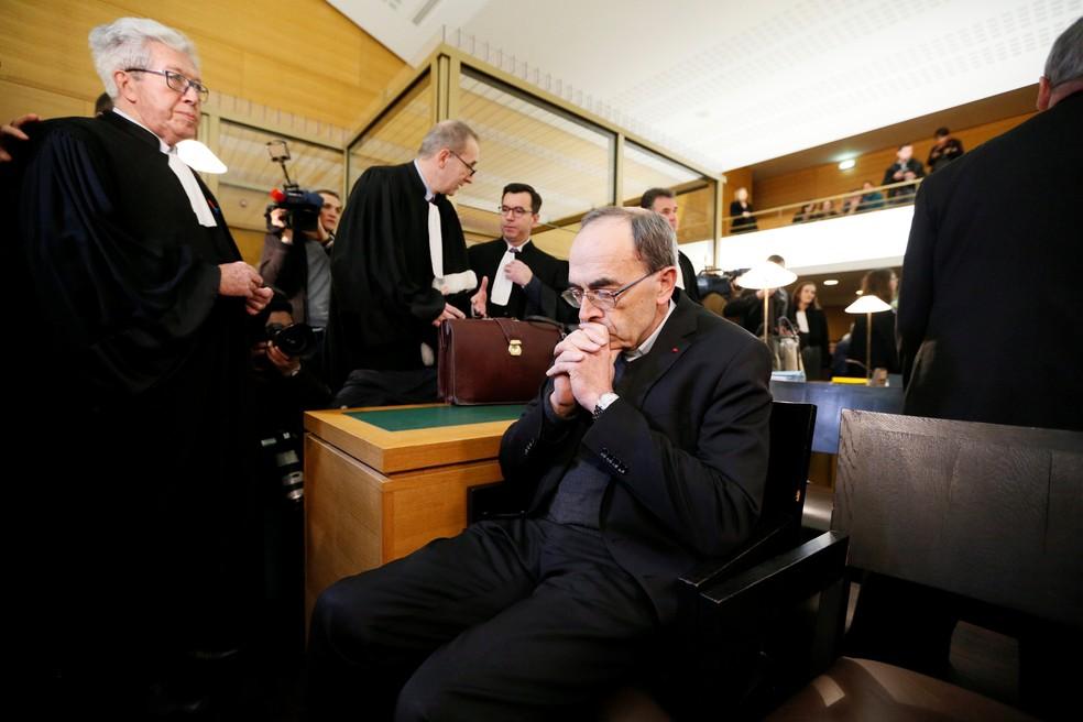 Cardeal Philippe Barbarin, Arcebispo de Lyon, chega para seu julgamento em corte de Lyon, em imagem de arquivo — Foto: Emmanuel Foudrot/Reuters