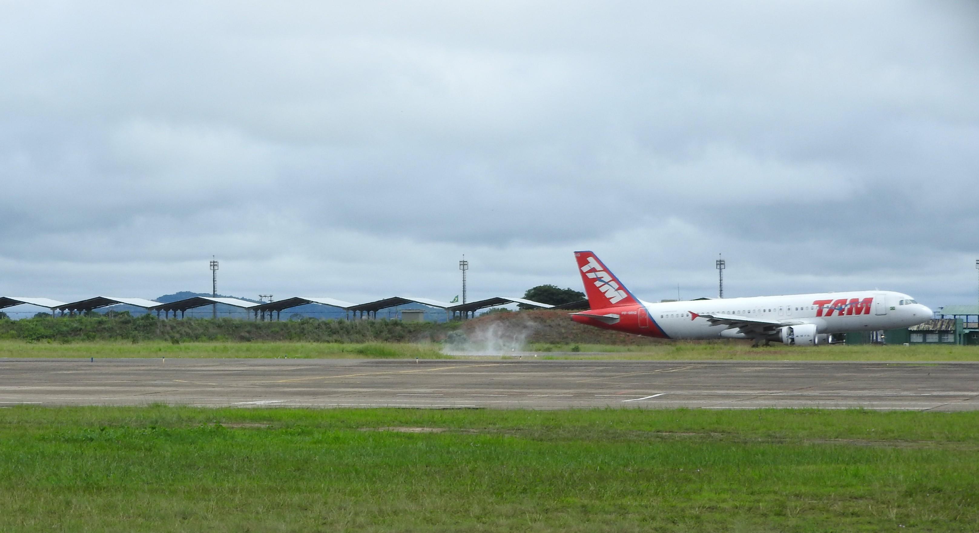 Passageiros passam 5h dentro de avião em Manaus após mau tempo desviar voo que seguia para RR