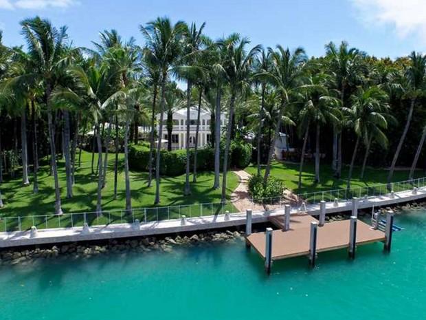 Mansão de luxo em ilha na Flórida sai por R$ 156 milhões (Foto: Divulgação / Douglas Elliman)