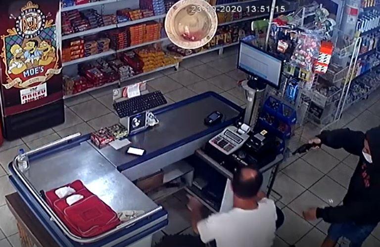 Homem é preso após roubar mercado e tentar matar dono em Tabatinga; veja o vídeo