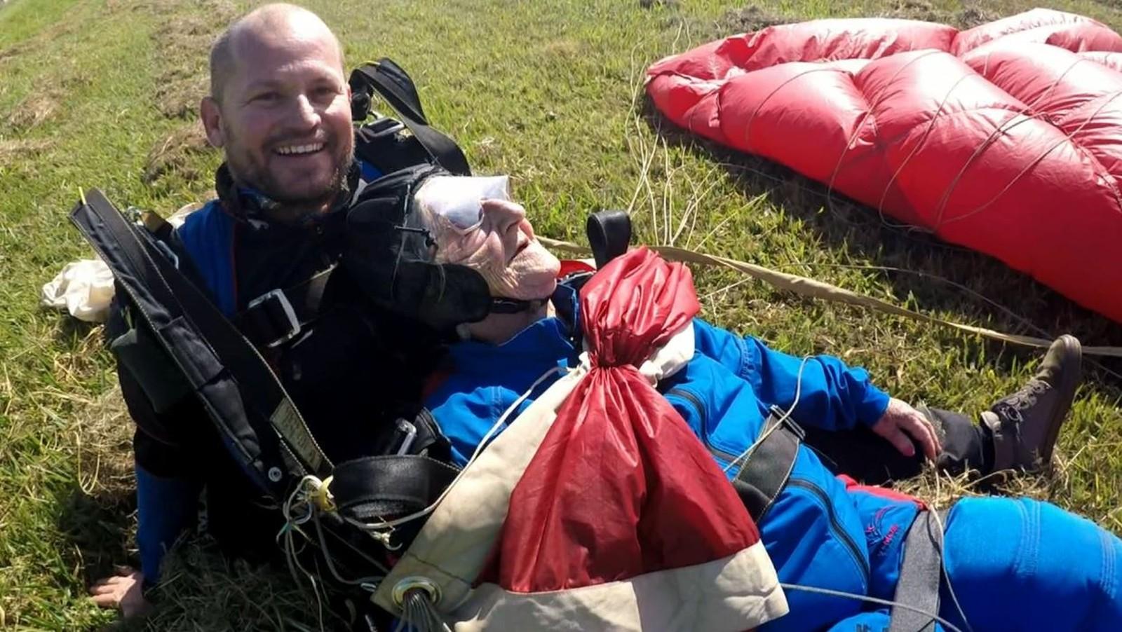 Tataravó salta de paraquedas