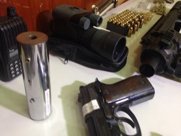Bandidos usavam tinham, inclusive, silenciadores para as execuções (Foto: Everton Chrisostomo/RBS TV)