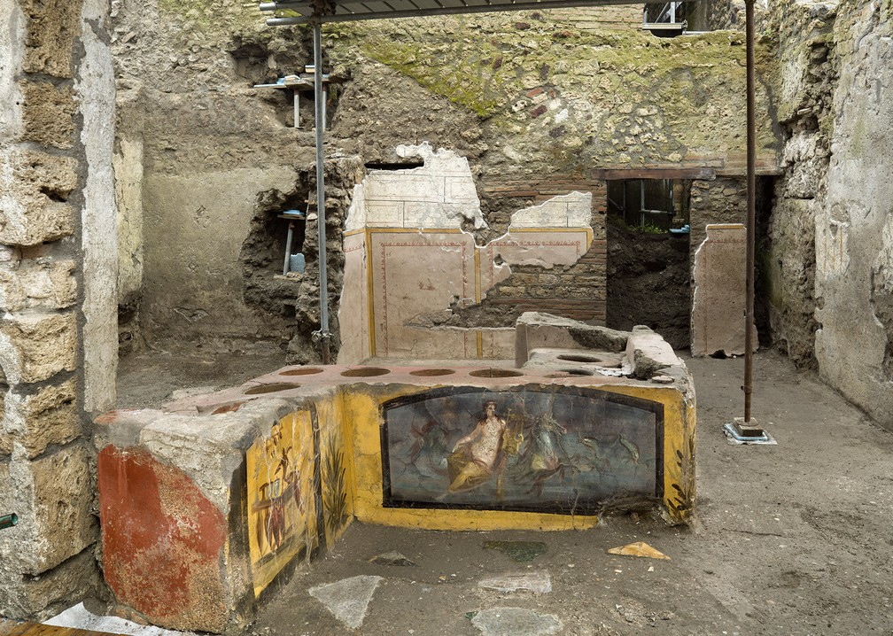 O fast-food antigo foi encontrado praticamente intacto — Foto: Parque arqueológico da Pompeia via AP
