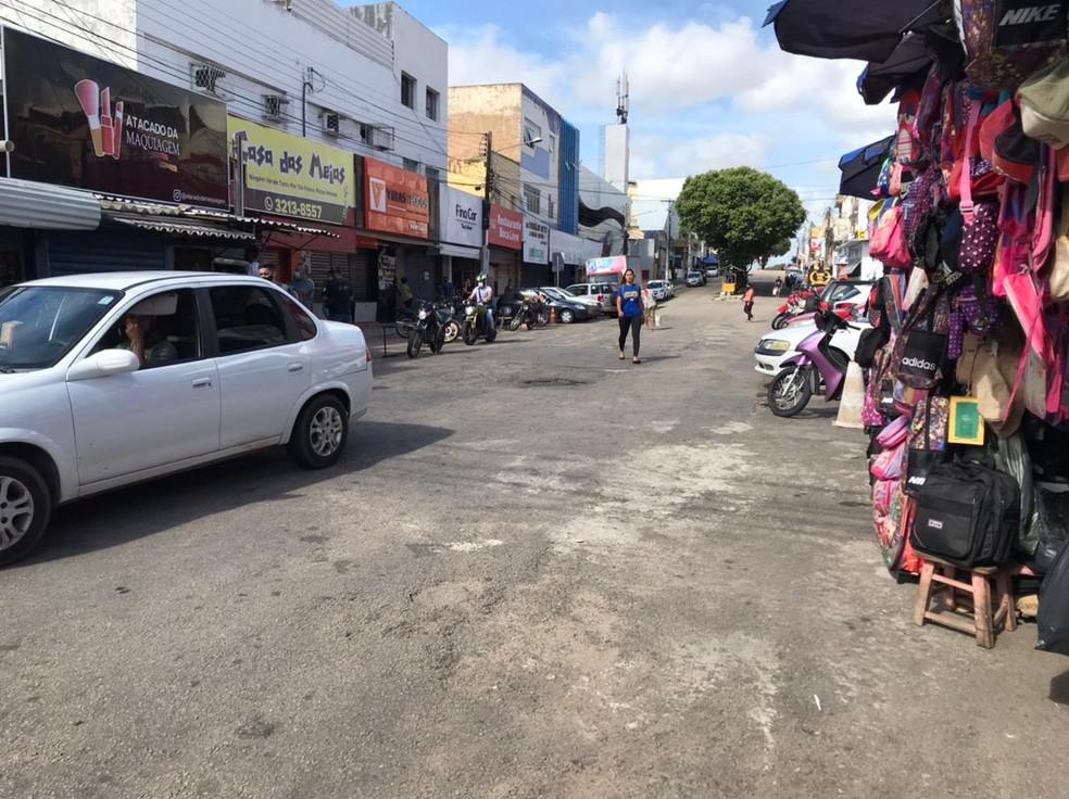 Comércio no bairro Alecrim, na Zona Leste de Natal — Foto: Carlos Dhaniel/Inter TV Cabugi
