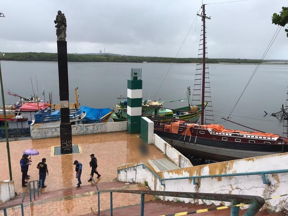 Corpo de homem de 26 anos foi encontrado boiando no Rio Potengi, em Natal.  — Foto: Ayrton Freire/Inter TV Cabugi