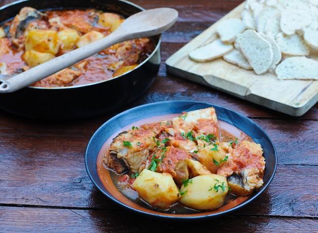 Receita de bacalhau com batatas e leite de coco, do chef Caique Pallas, do restaurante Bacalhau, Vinho & Cia (Foto: Divulgação )
