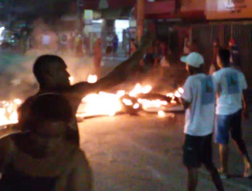 Protesto é feito por causa de morte de jovem de 19 anos — Foto: Arquivo Pessoal