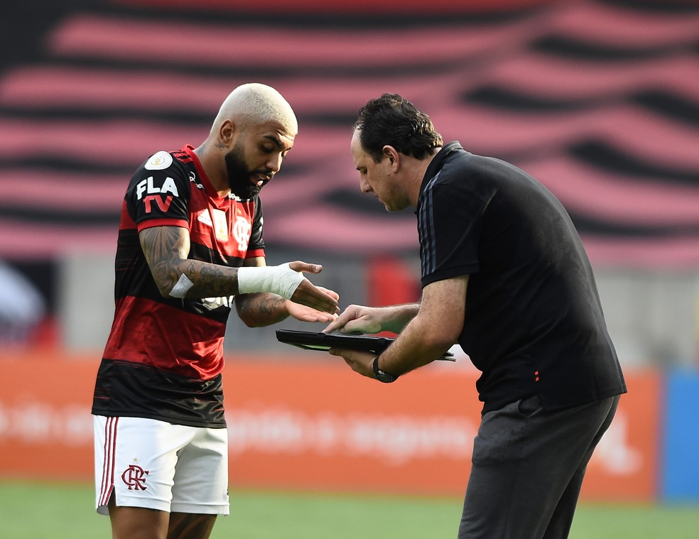 Gabigol  começou no banco e só entrou em campo no segundo tempo — Foto: André Durão