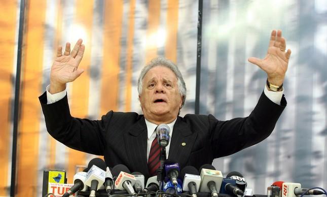 Edmar Moreira em entrevista coletiva quando assumiu o cargo de Corregedor da Câmara