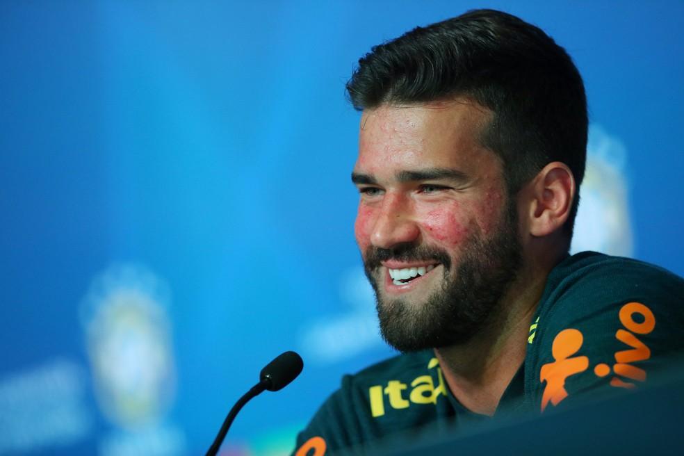 Alisson afirmou que é grato ao veterano Taffarel, atual preparador de goleiros da Seleção (Foto: Hannah McKay/Reuters)