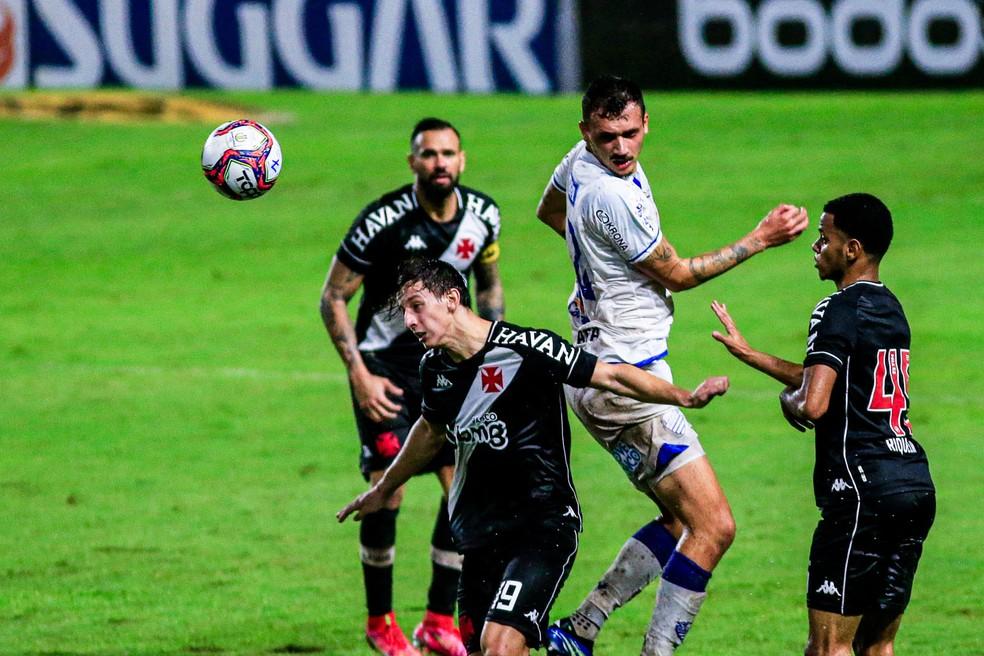 Com Léo Matos suspenso, Riquelme começou seu quarto jogo na Série B — Foto: Ailton Cruz/Gazeta de Alagoas