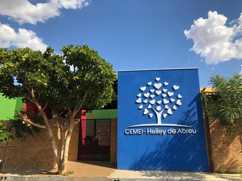 Nova creche foi construída no mesmo espaço e recebeu o nome da professora Helley de Abreu — Foto: Juliana Gorayeb/G1