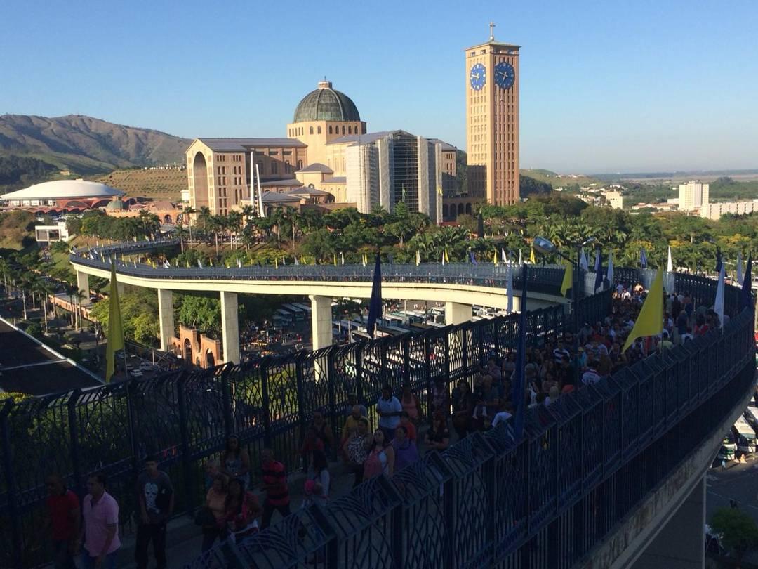 Santuário Nacional visto da passarela da fé em Aparecida