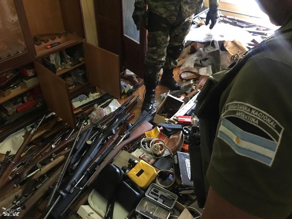 Forças de segurança da Argentina apreenderam arsenal que seria enviado ao RJ — Foto: Divulgação/Gendarmería Nacional (Argentina)
