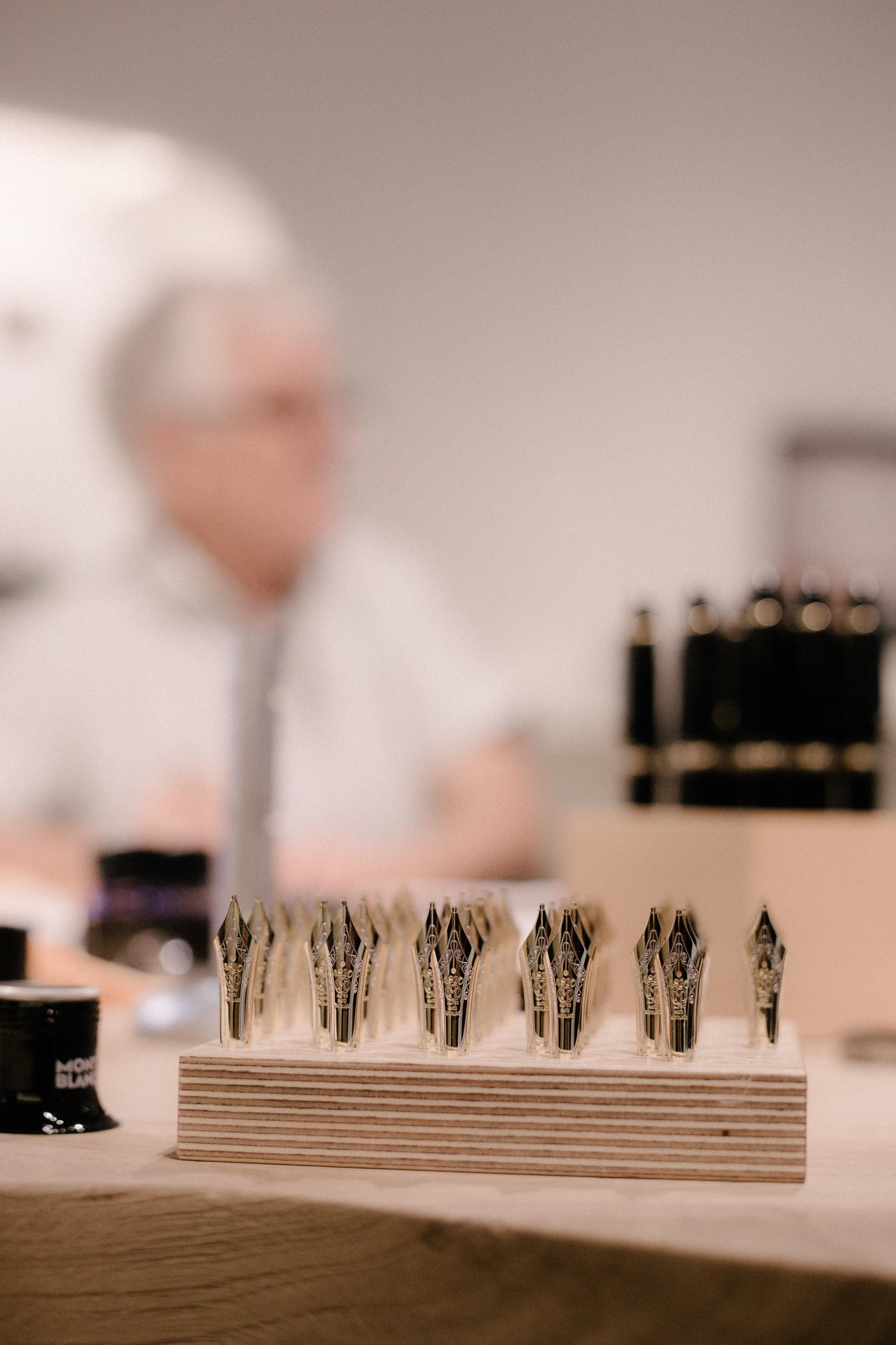A penas de ouro maciço feita à mão da Montblanc (Foto: Divulgação)