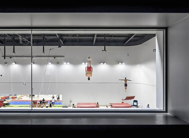 Aldo Amoretti, da Itália, registrou arena esportiva em Antibes, cidade francesa, projetada por Auer Weber Architects (Foto: Architectural Photography Awards/Reprodução)