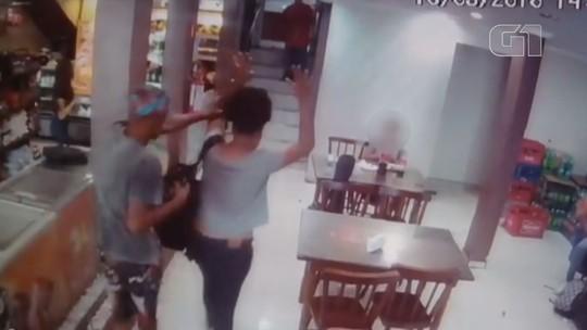Crianças fogem de assaltantes durante arrastão em padaria em SP; vídeo