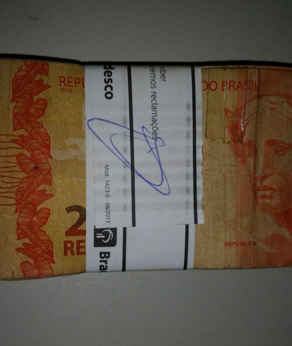 Dinheiro ainda tinha lacre do Bradesco da cidade de Picos.   (Foto: Divulgação/ Polícia Civil )